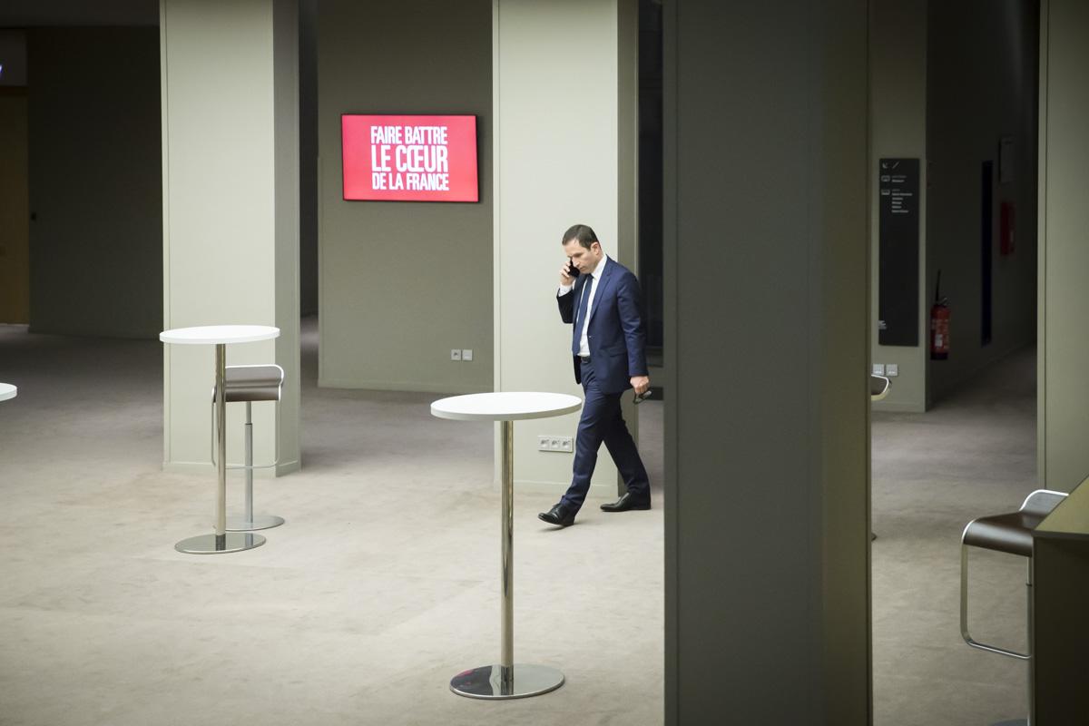 Benoît Hamon, candidat à la primaire de la gauche pour la présidentielle 2017, attend le résultat de l\'élection à la Mutualité à Paris, dimanche 29 janvier 2017 - 2017©Jean-Claude Coutausse / french-politics pour Le Monde