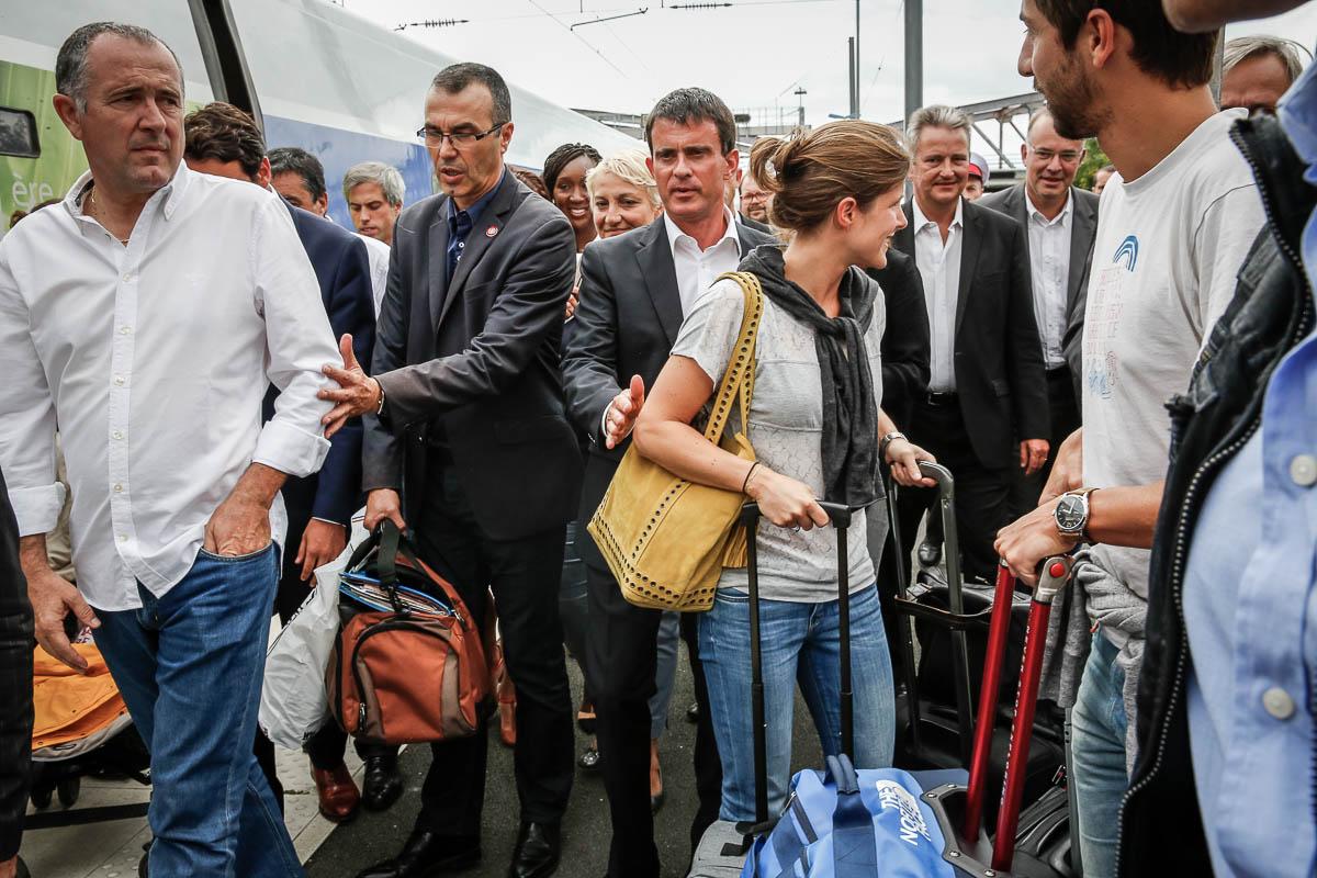 Manuel Valls, Premier ministre arrive à la gare de La Rochellepour participer à l'Université d'été du Parti socialiste. Samedi 30 août 2014 - 2014©Jean-Claude Coutausse / french-politics pour Le Monde
