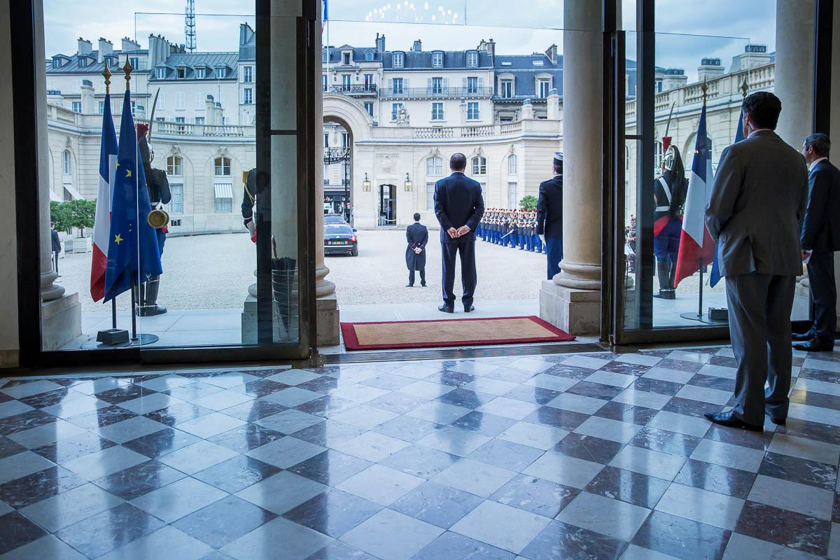 François-Hollande-président-de-la-République-raccompagne-Alpha-Conde-président-de-la-République-de-Guinée.-Au-Palais-de-lElysée-Paris-Lundi-29-septembre-2014-2014©Jean-Claude-Coutausse-french-politics-pour-M-Le-magazine-du-Monde
