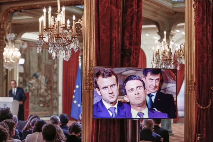 Emmanuel-Macron-Manuel-Valls-premier-ministre-et-Jean-Pierre-Jouyet-assistent-à-la-quatrième-grande-conférence-de-presse-de-François-Hollande-président-de-la-république-dans-la-Salle-des-Fêtes-de-l'Elysée-à-Paris.-Jeudi-18-septembre-2014-2014©Jean-Claude-Coutausse-french-politics-pour-Le-Monde