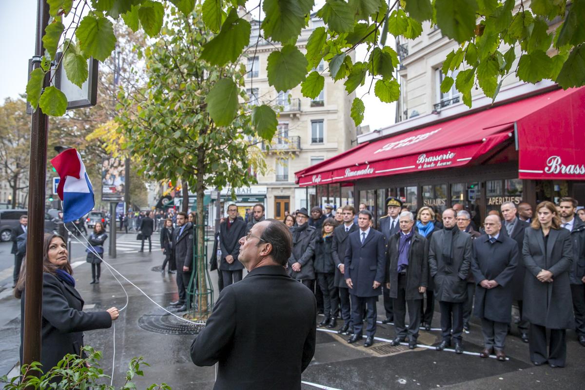 Comm moration des attentats du 13 novembre 2015 paris 13 11 2016 bains de foule - Le comptoir du petit marguery paris 13 ...