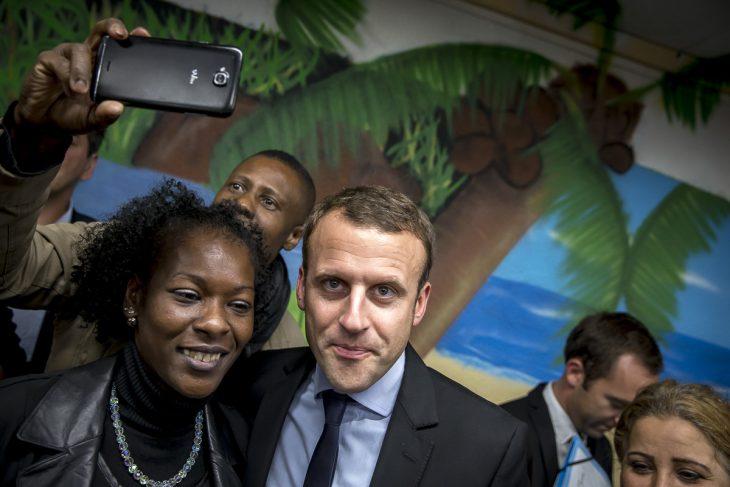 Emmanuel-Macron-visite-le-centre-«-Solidarité-Dom-Tom-Hérault-»-dans-le-quartier-de-La-Paillade-à-Montpellier-mardi-18-octobre-2016-2016©Jean-Claude-Coutausse-french-politics-pour-Le-Monde